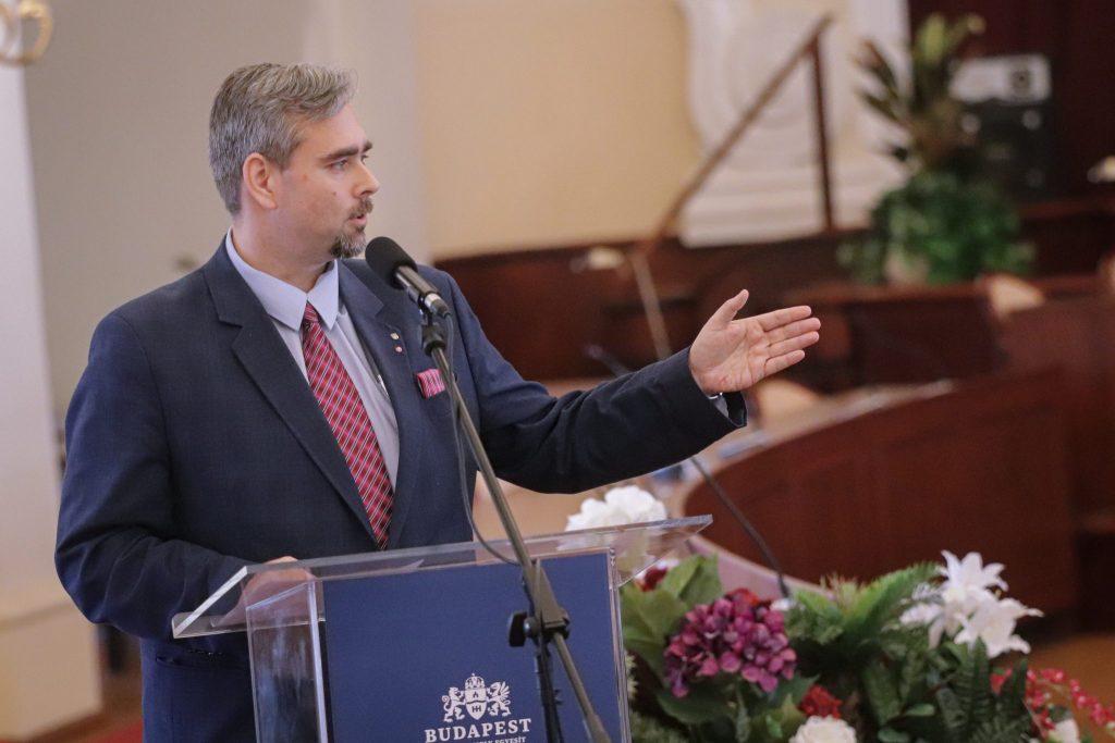 """""""Köszönjük a közszolgák helytállását!"""""""